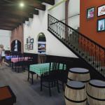 Área comensales Italianni's y escalera a servicios